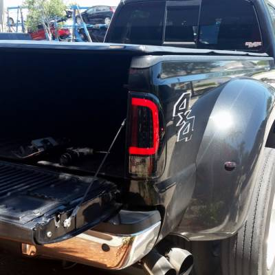 "Recon Lighting - Ford Superduty F250HD/350/450/550 99-07 & F150 97-03 Straight aka ""Style"" Side OLED Tail Lights - Clear Lens - Image 3"